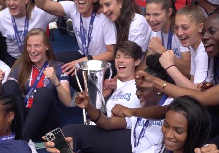 Charlotte Voll holt sich mit ihrer Mannschaft den französischen Meistertitel im Frauenfußball...